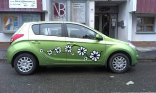 Polep automobilu řezanou grafikou dle přání zákazníka